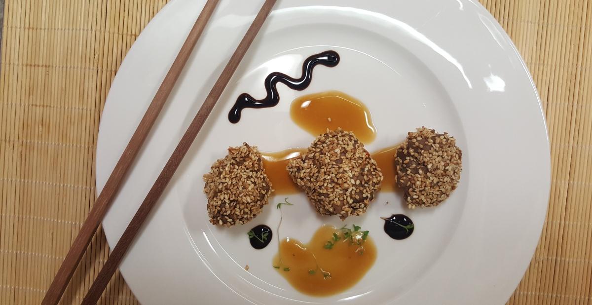 Entenbällchen mit Sesam