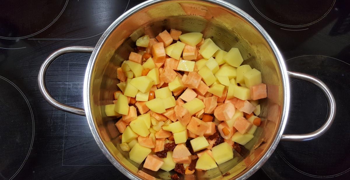 kartoffelsuppe-im-topf