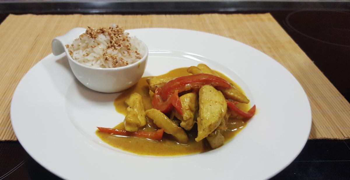 fruchtiges Curry mit Hühnchen und Mango
