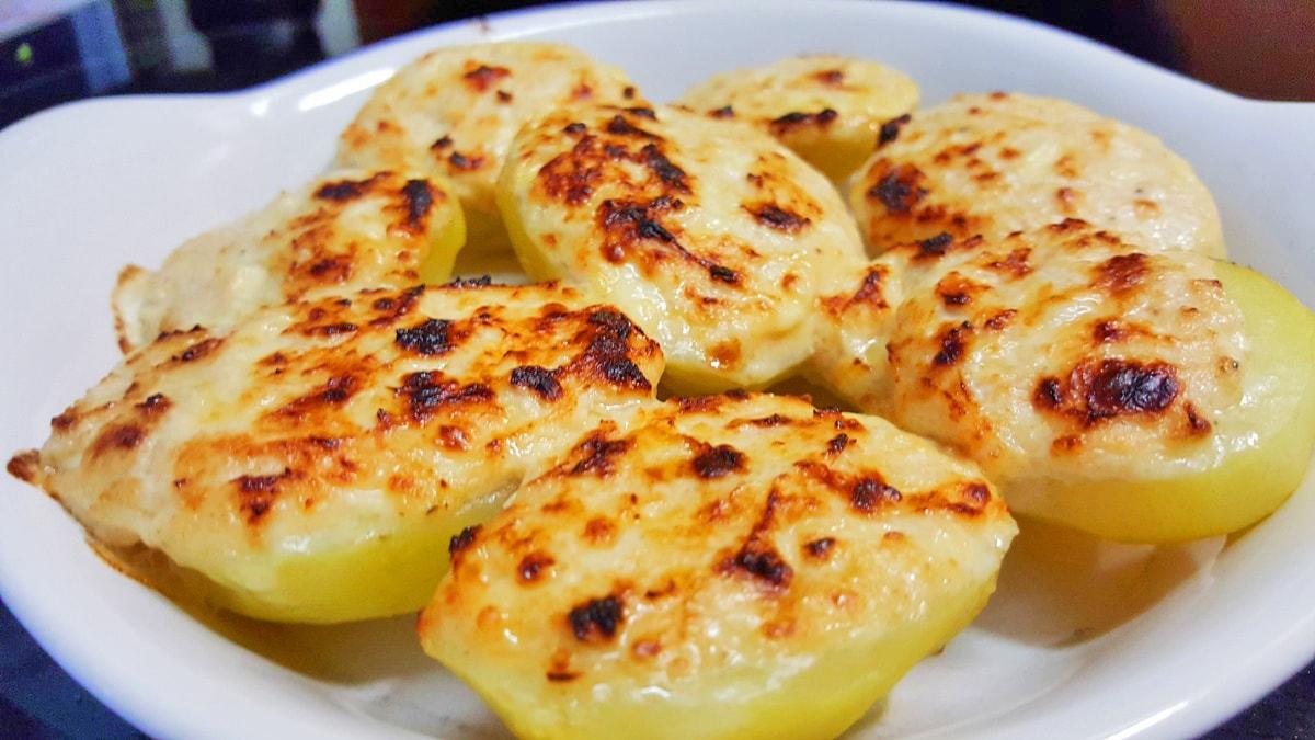 gebackene Käsekartoffeln – Rezept für den Backofen oder den Raclette Grill