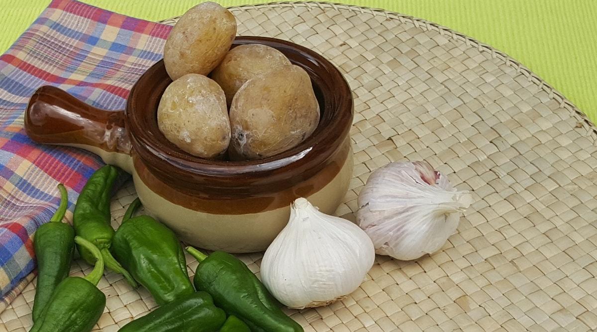 Kanarische Runzelkartoffeln – Papas arrugadas mit 3 Soßen