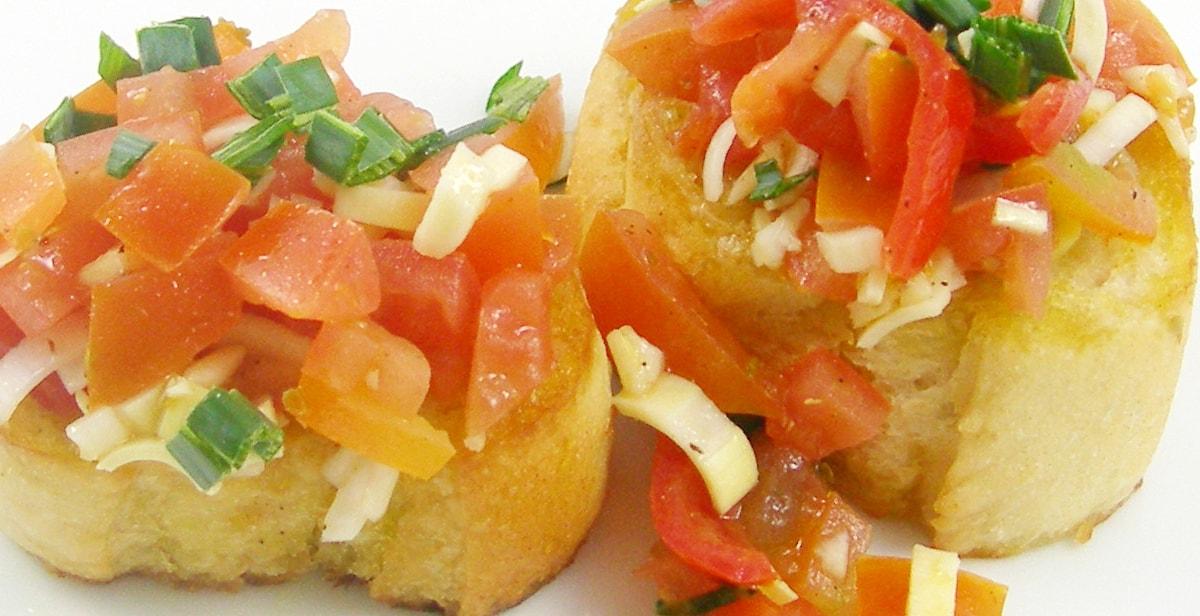 Italienische Bruschetta mit frischen Tomaten