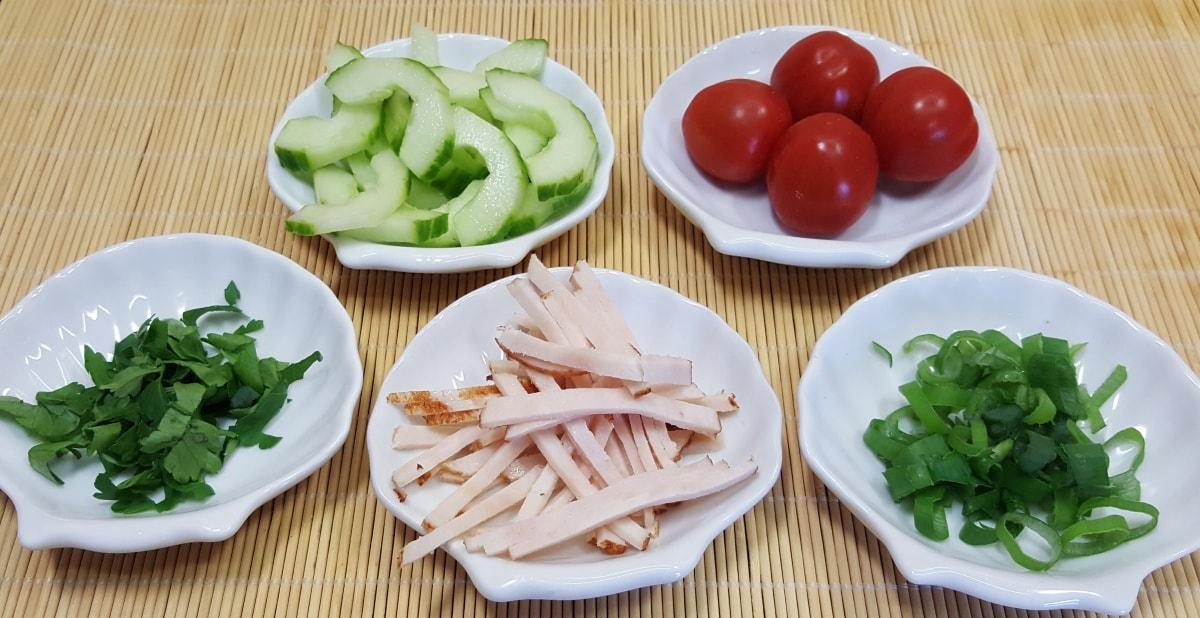 Kartoffelsalat mit Dressing aus Joghurt und Curry