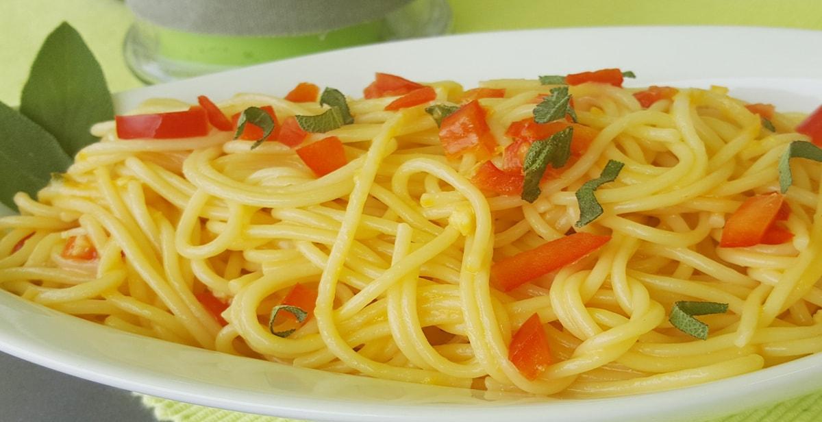 Spaghetti mit Salbei und Eigelb