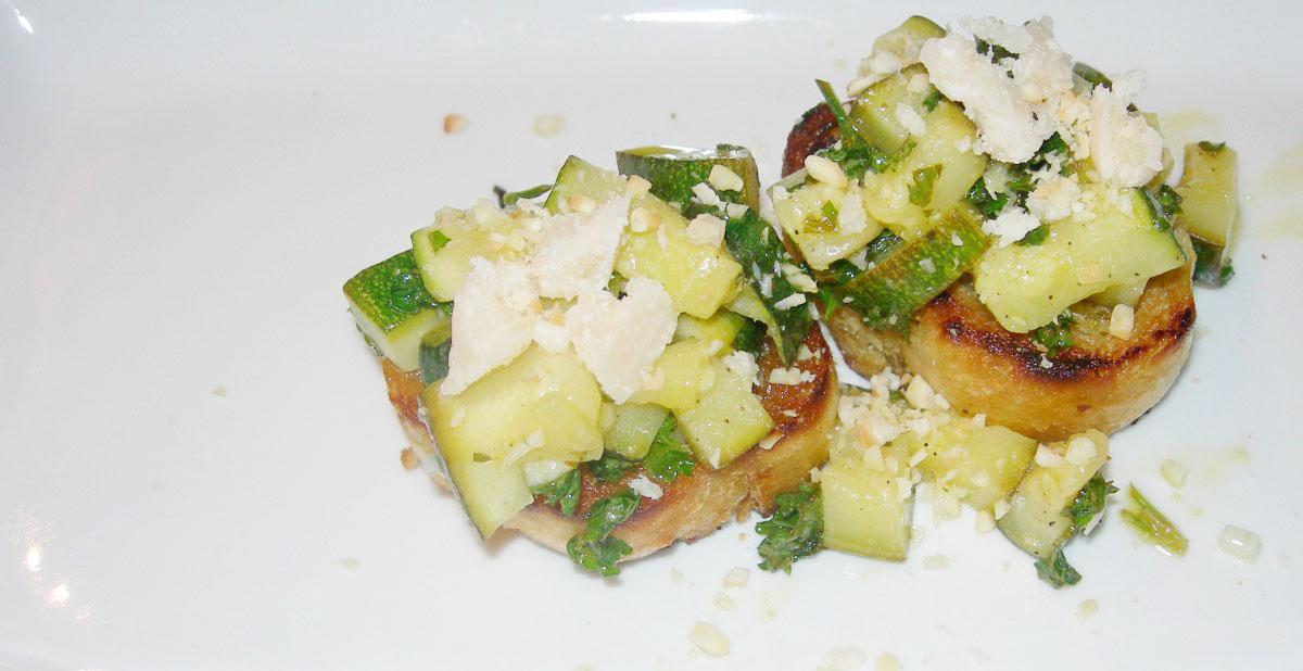 Bruschetta mit Zucchini