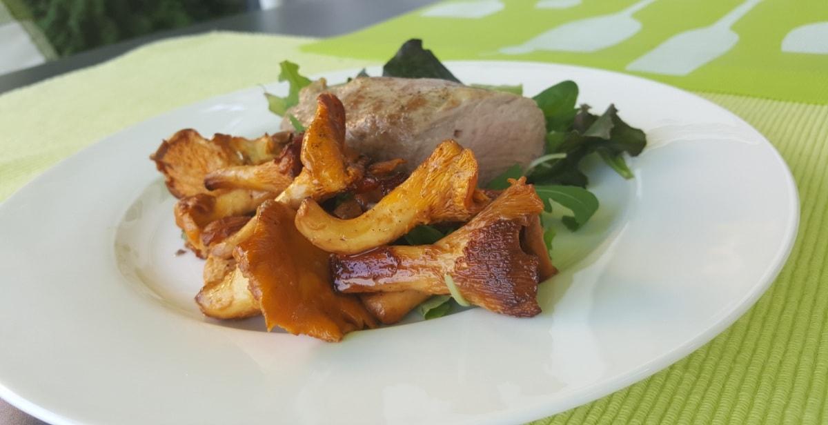 frische Prifferlinge mit einem Filet vom Iberico Schwein
