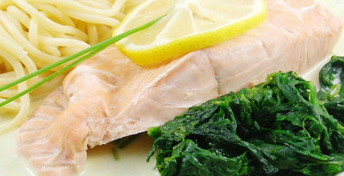 Rezept für Lachstranchen in Schnittlauch-Estragon-Sahne