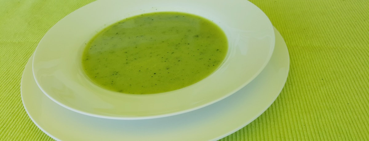 Zucchini Suppe – einfach und super schnell auf dem Teller