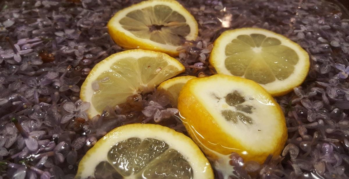 Gelee aus Flieder zubereiten