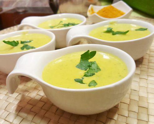 schnelle Zucchini Cremesuppe mit Curry