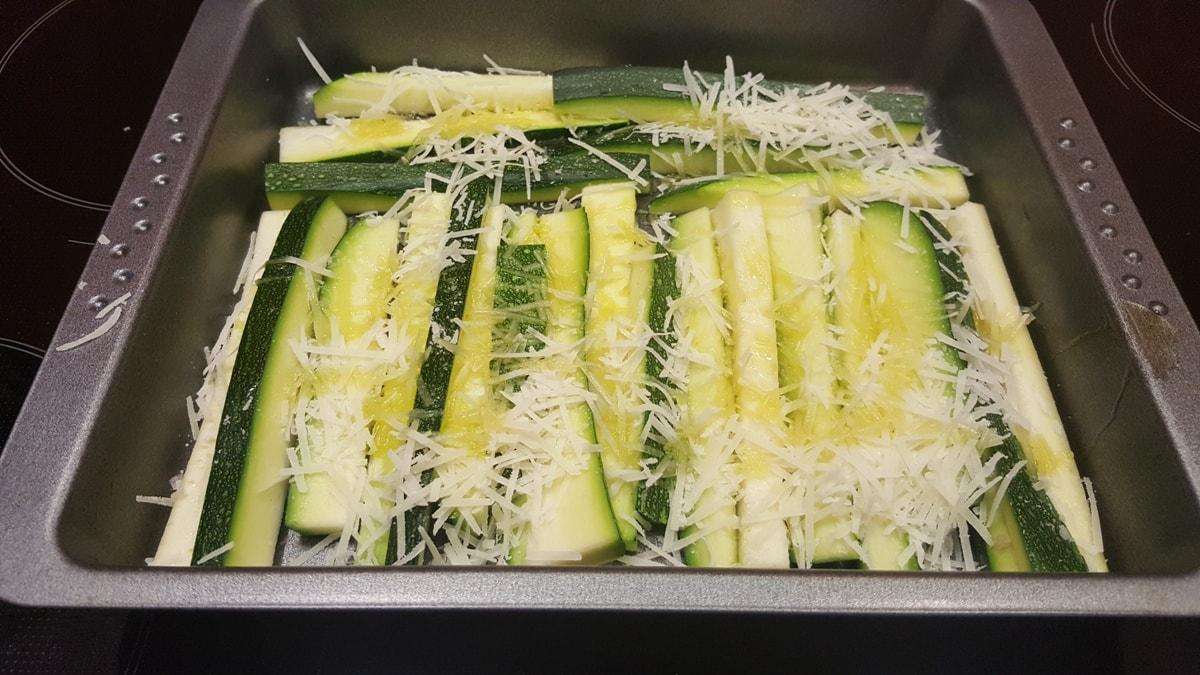 Zucchini mit Parmesan - schnelles Rezept für leckere Gemüsesticks