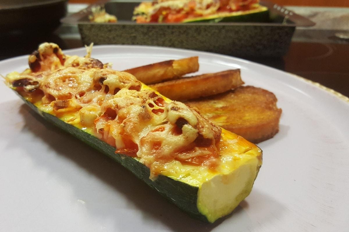 gefüllte Zucchini mit Tomatensalsa