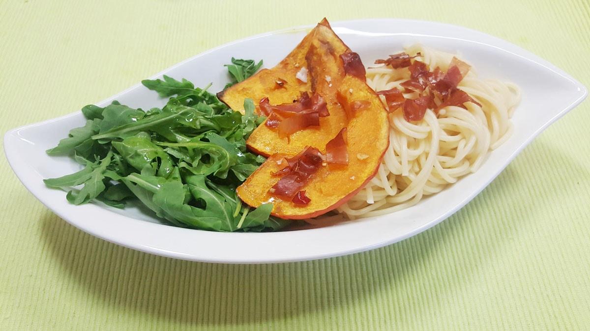 Spaghetti mit Hokkaido Kürbis und gebackenem Knobi