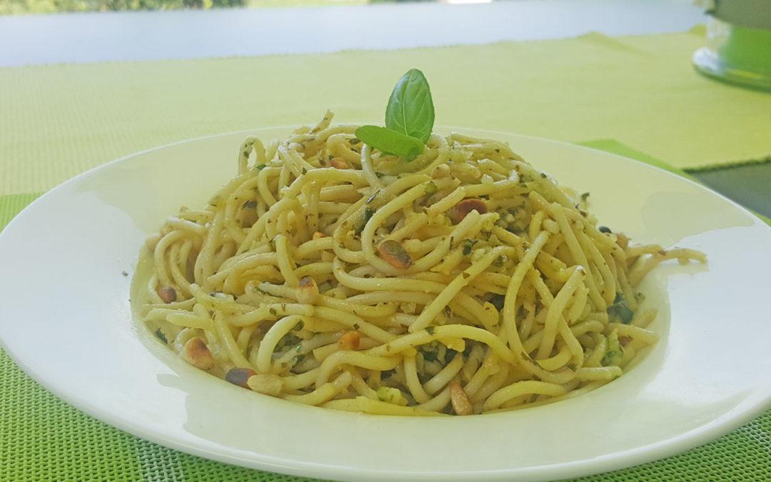 Spaghetti mit Basilikumpesto – einfaches und schnelles Rezept