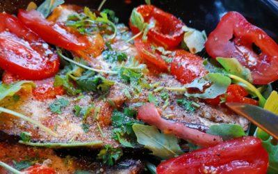 gebackene Aubergine mit Käse und Tomaten