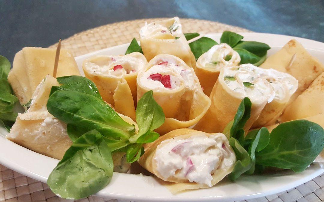 Crepes Röllchen mit pikanter Frischkäse-Radieschen-Füllung