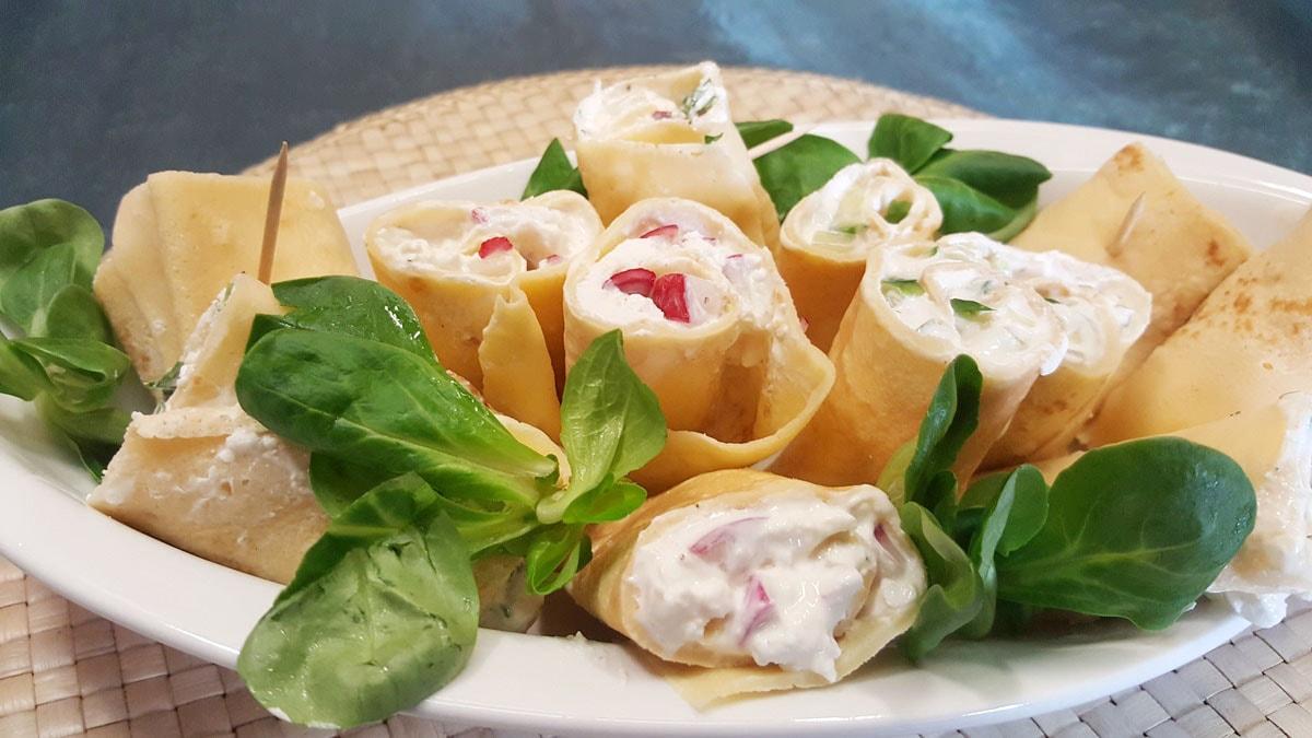 Crepes gefüllt mit Frischkäse und Radieschen