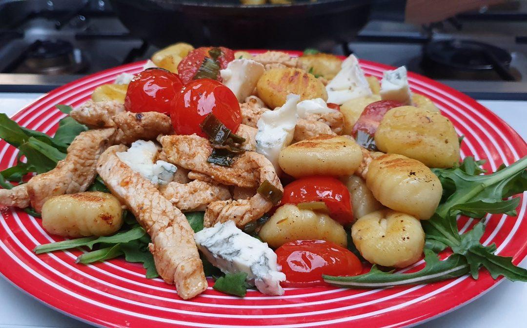 Gnocchi Rezept mit zarten Putenstreifen und kräftigem Gorgonzola