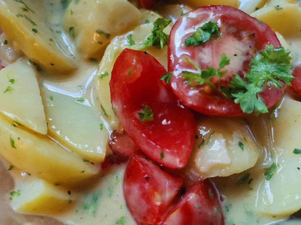schneller Kartoffelsalat mit Apfelessig und Walnussöl