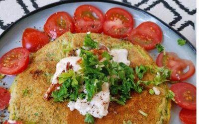Kräuteromelett mit Ziegenfrischkäse und fruchtigen Tomaten