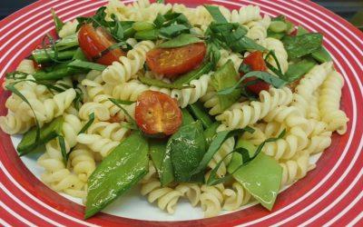 Frühling Pasta Rezept mit Zuckerschoten und Bärlauch