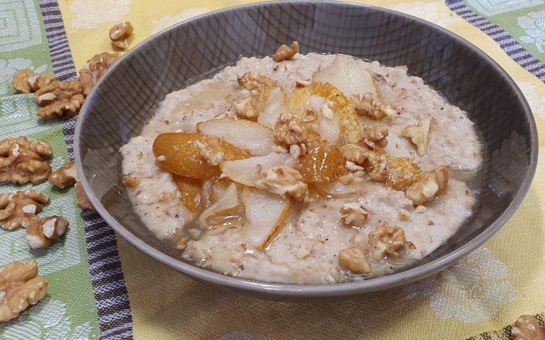 Haferflocken Porridge mit Birnen Kompott