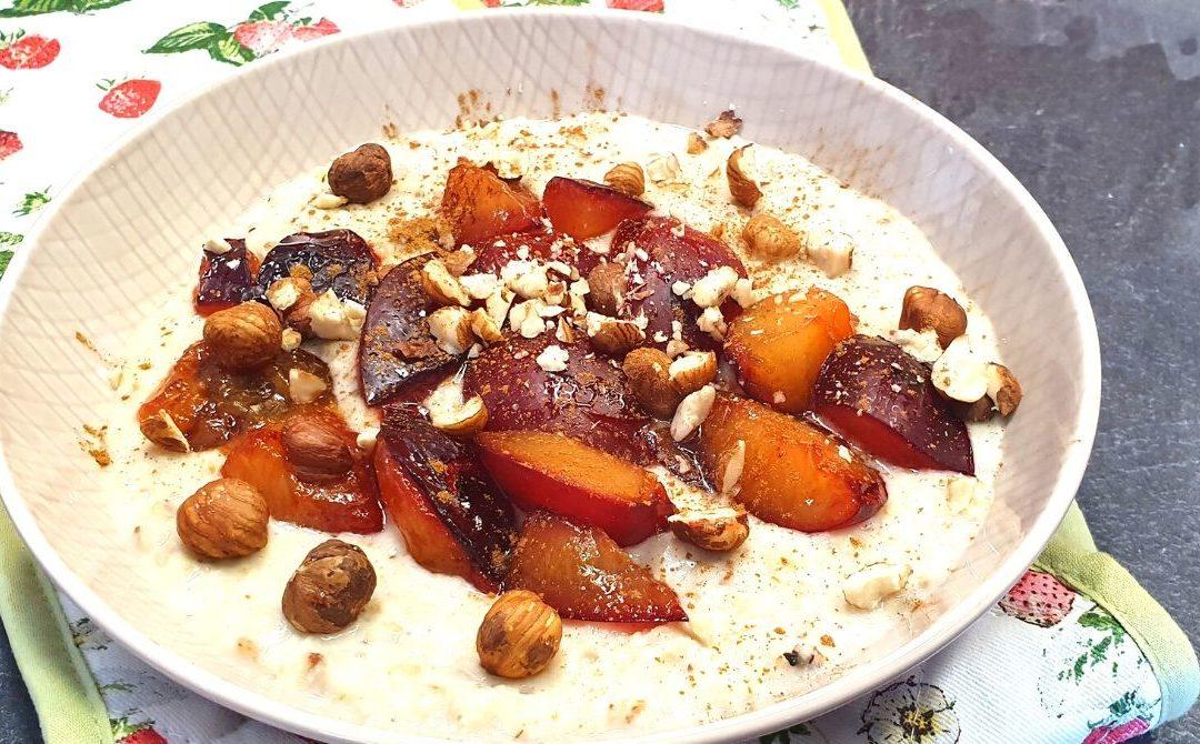 Porridge mit Pflaumen und Nüssen zubereiten
