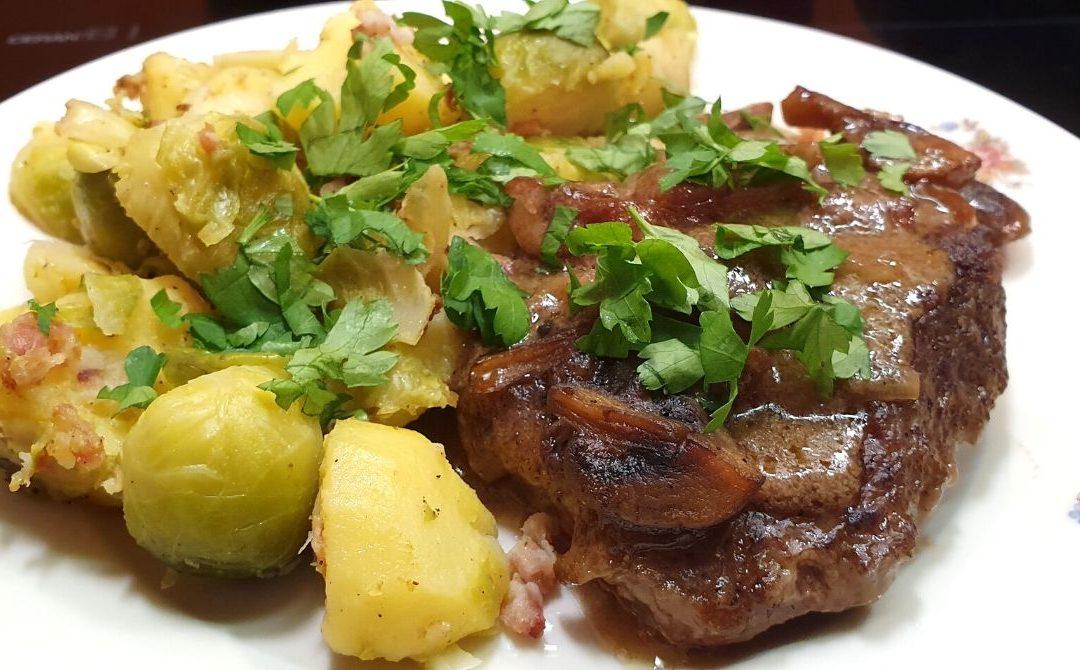 Rindersteak super zart geschmort  mit Kartoffel Rosenkohl Gröstl