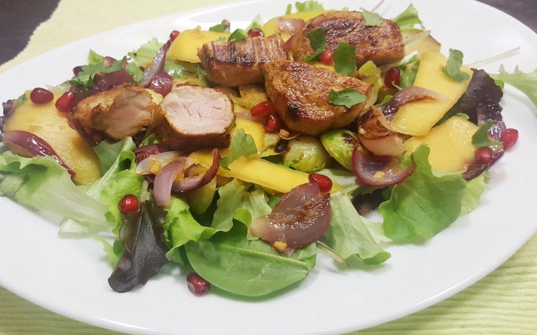 saftiges Schweinefilet mit Rosenkohl und Granatapfel