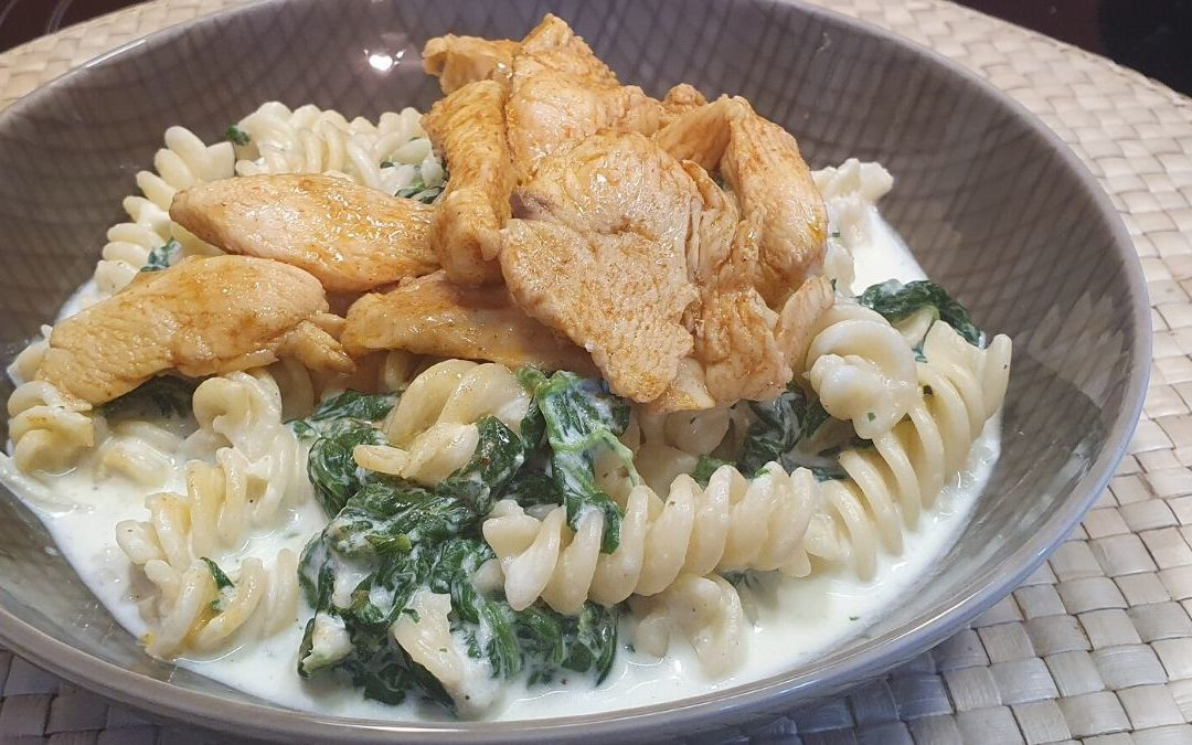 Spirelli mit Käse-Spinat-Sahne-Sauce und Hühnchen
