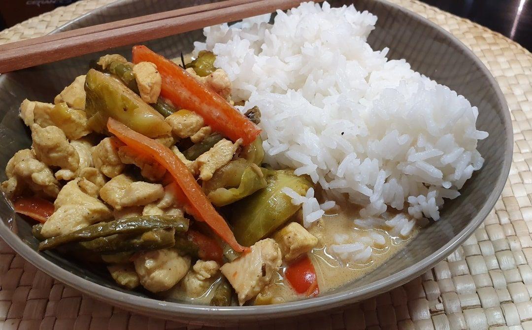 schnelles Thaicurry Hühnchen und Gemüse